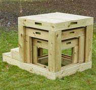 Cubos gigantes estructura de exterior con escalones el lote
